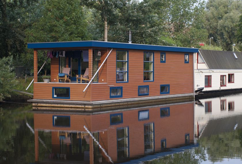 Living on Water – Houseboats for sale